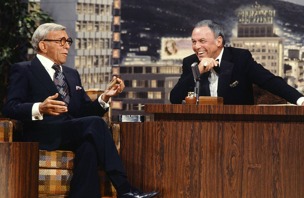 THE TONIGHT SHOW STARRING JOHNNY CARSON -- Pictured: (l-r) Actor/comedian George Burns, guest host Frank Sinatra on November 14, 1977 -- (Photo by: Gary Null/NBC/NBCU Photo Bank via Getty Images)